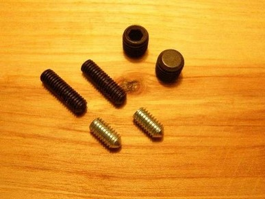 Belsõ kulcsnyílású hernyócsavar M5 x 5 mm, 8.8 HEGYES végû